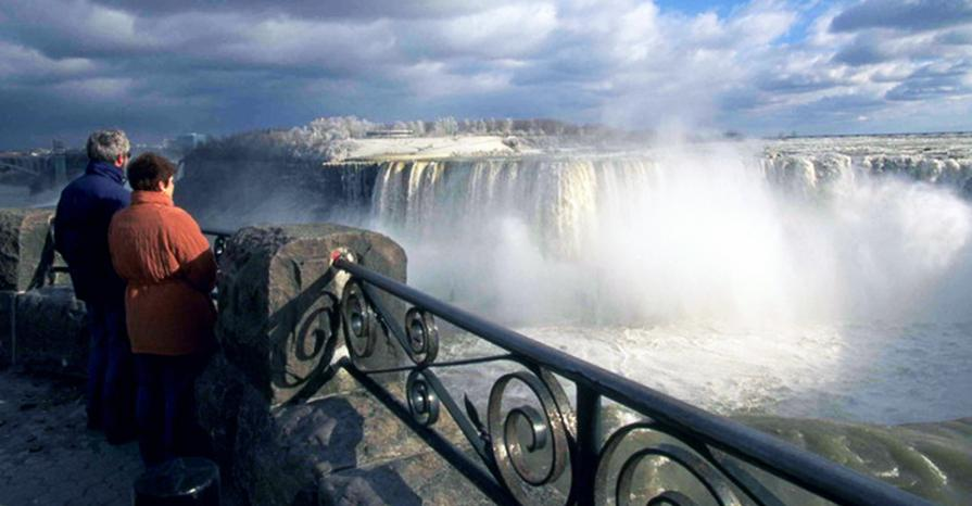 Fall and Winter Niagara Falls Scenic Tour